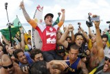 Medina conquista t�tulo in�dito do surfe mundial