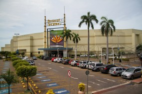Shopping vai indenizar cliente �expulso� de cinema