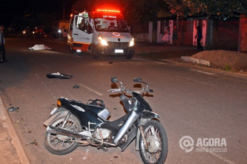 Deficiente auditivo é atropelado por homem que empinava moto